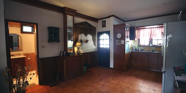 Kjøkkenet inne